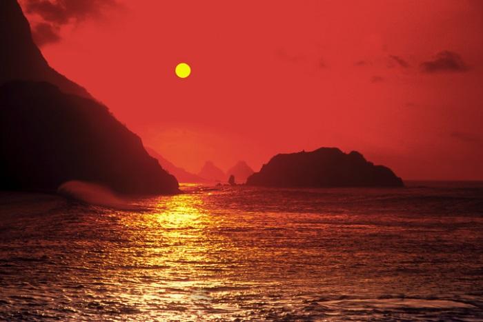 3274b9d47 No arquipélago mais bonito do país, o sol se põe do lado das praias de  dentro. Para admirar as cores do entardecer dando um toque ainda mais  embelezador ao ...