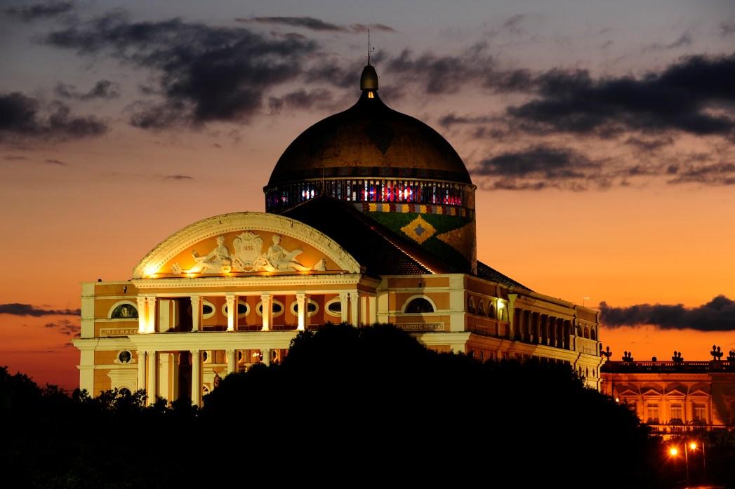 Clique na foto e encontre hotéis em Manaus!