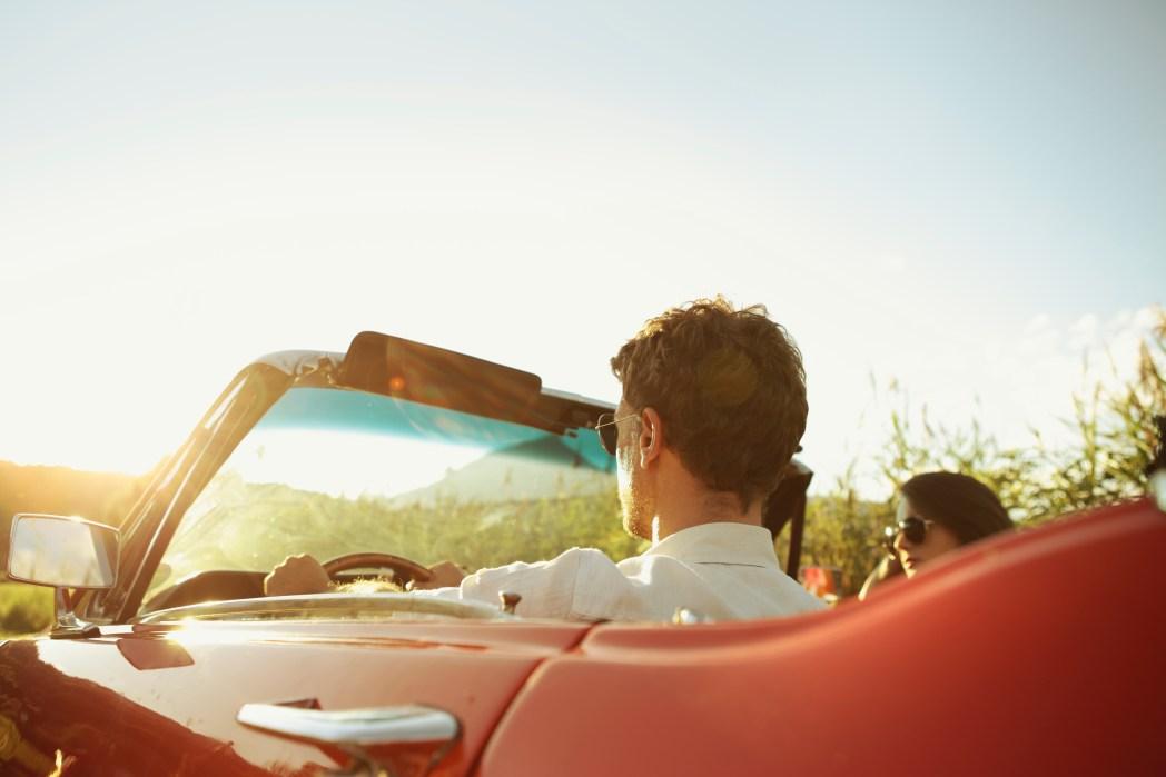 Ao clicar na foto, você confere dicas para viajar de carro com mais segurança!