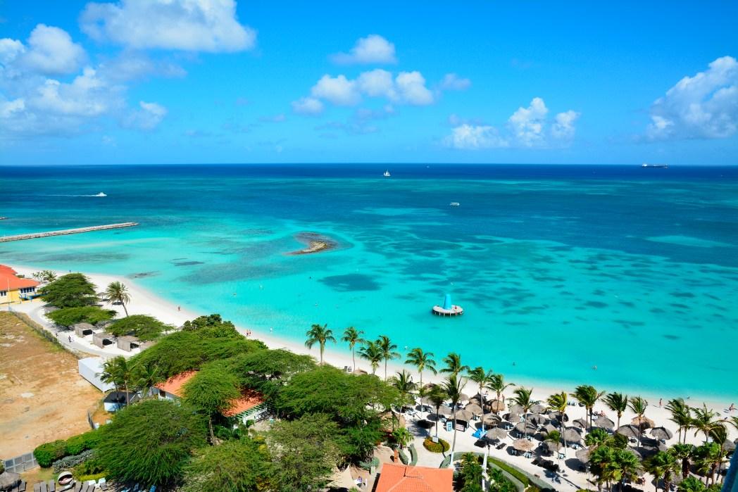 Ao clicar na foto, você confere o preço das passagens aéreas para Aruba!
