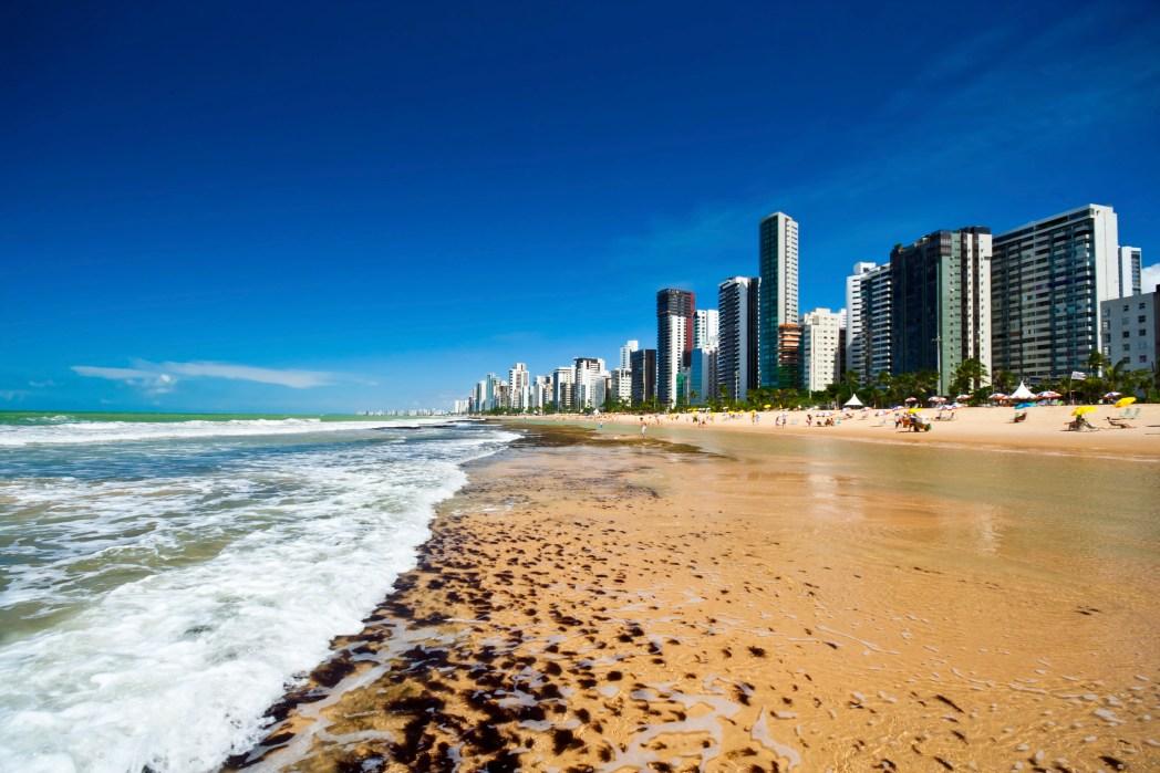 Clique na foto e encontre voos baratos para Recife!