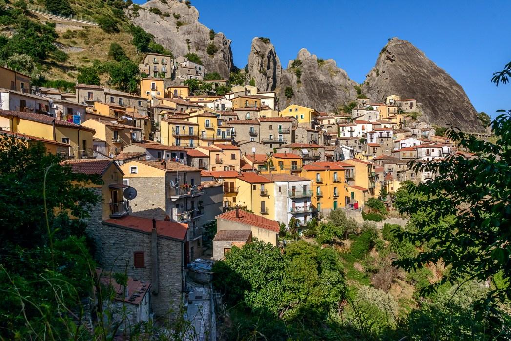 Encontre um hotel em Potenza, capital de Basilicata, clicando na foto!