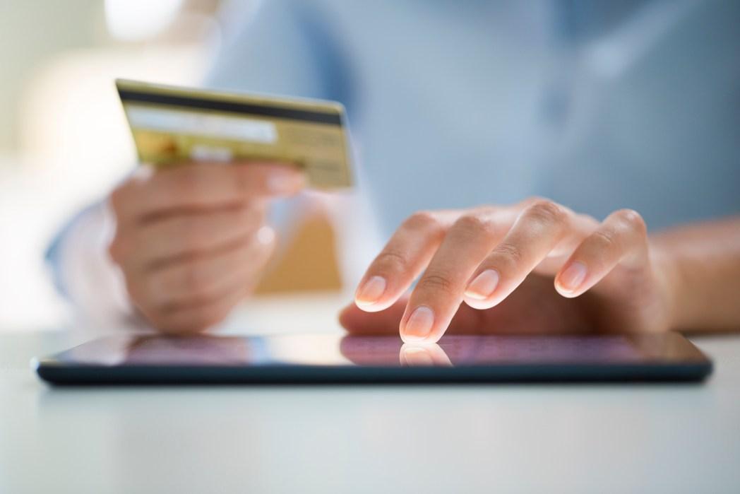 Saiba quais são os melhores cartões de crédito para acumular milhas aéreas, clicando na foto!