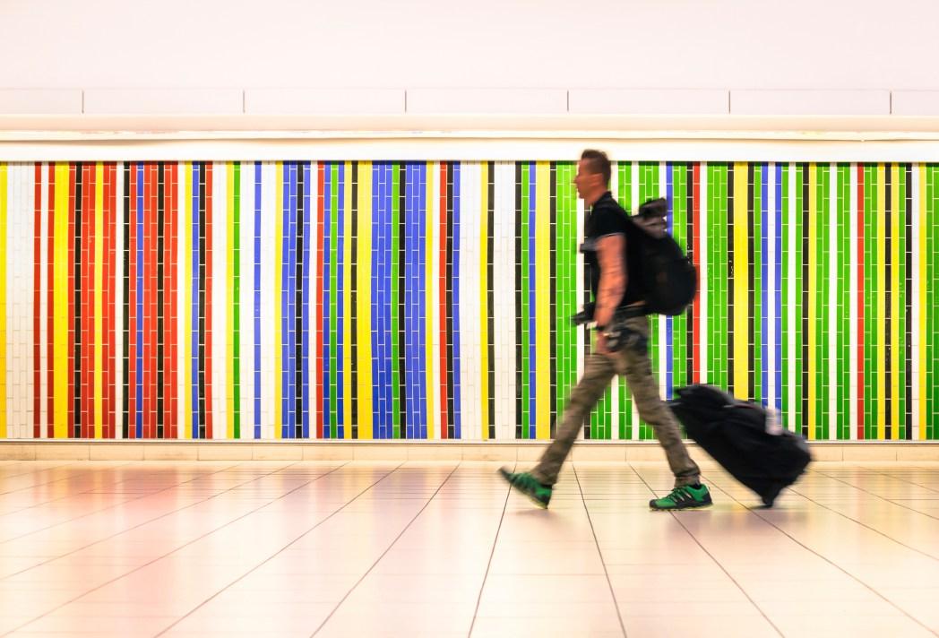 Ao clicar na foto, você confere dicas para viajar apenas com bagagem de mão e economizar com passagens aéreas!