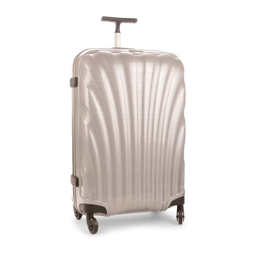 f339bd4b438 Estreie sua mala super resistente em um voo internacional! Encontre  promoções na foto!