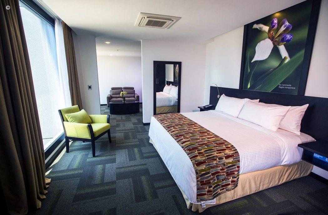 Clique na foto para fazer a sua reserva no Wyndham Quito Airport!